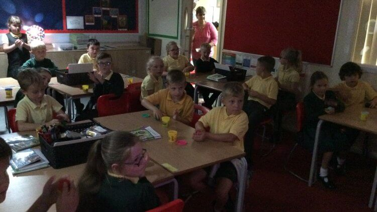 Dough disco to prepare the muscles before a handwriting lesson